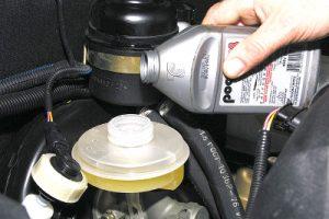 Пониженный уровень тормозной жидкости не допускается