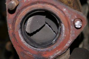 Выработанный нейтрализатор требуется удаление катализатора